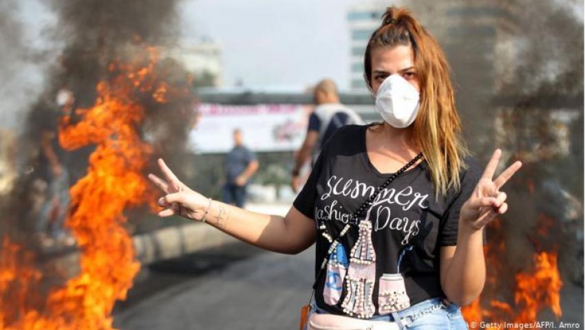 دويتشه فيله: موقف المرأة  اللبنانية في الاحتجاجات «بين التقدير وغطرسة الرجال»