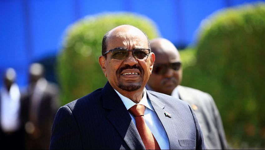 السودان.. معتصمون أمام قيادة الجيش: لن نتراجع إلا بسقوط البشير