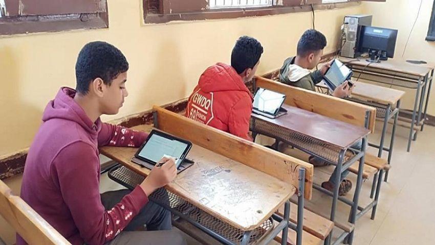 امتحانات التابلت.. طلاب أولى ثانوي يؤدون اختبار الجغرافيا اليوم
