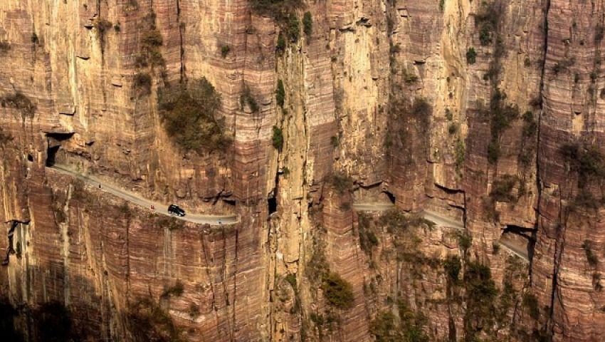 الصين ..ممر بين  الجبال طوله 1250 متر