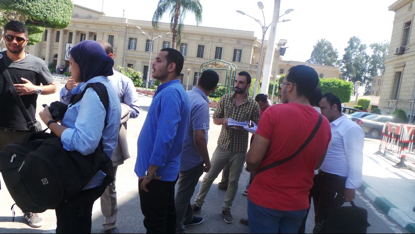 طلاب الدراسات العليا يتظاهرون بجامعة القاهرة لرفض زيادة المصاريف