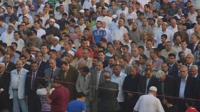 بالصور.. الآلاف يؤدون صلاة العيد باستاد شبين الكوم