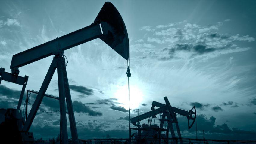 تراجع أسعار النفط في بداية تعاملات الأسبوع بعد ارتفاع حاد الجمعة الماضية