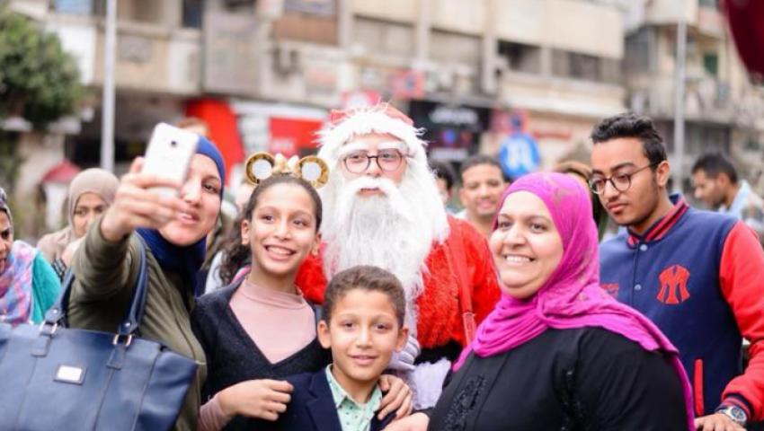 طبل ورقص.. مصريون يستقبلون ليلة رأس السنة باحتفالات صاخبة