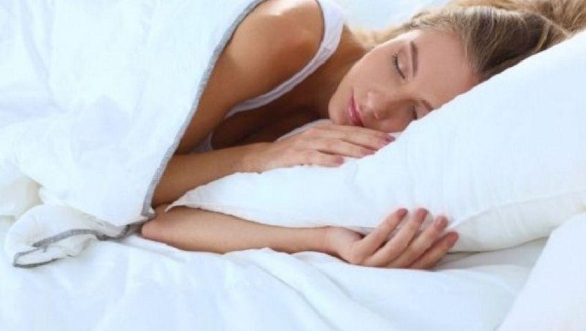 احذري.. النوم الخطأ يهدد بشرتك بالتجاعيد
