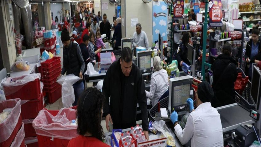 بالفيديو/كورونا بإسرائيل..غزو جماعي لمتاجر الأغذية قبل قرارات «مؤلمة»