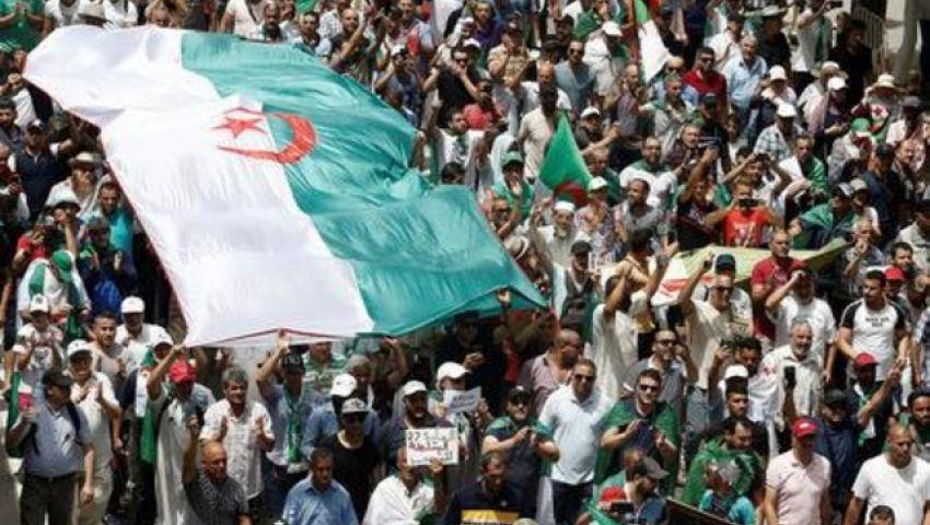 في ذكرى استقلالها.. الحراك يتواصل في الجزائر للضغط على النخبة الحاكمة