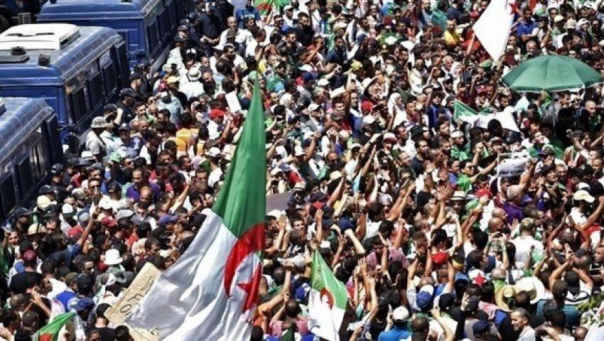 الجزائريون يتظاهرون مجدداً ضد النظام