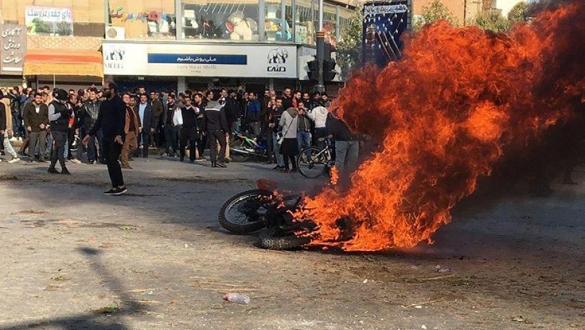 جارديان: تظاهرات البنزين.. ضغوط جديدة على طهران
