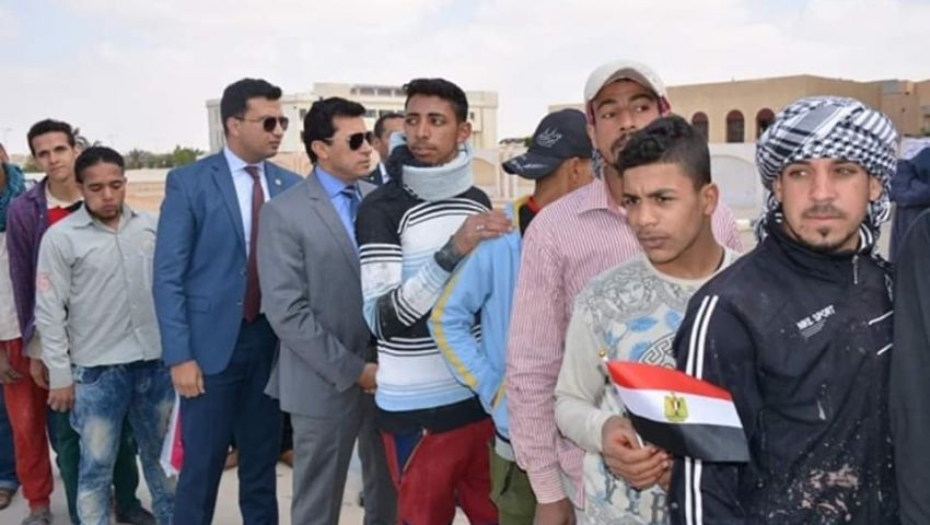 بالصور  وزراء في طوابير الاستفتاء لأول مرة