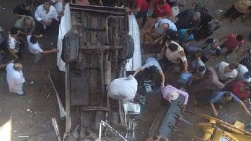 بالصور| مصرع 10 أشخاص في سقوط ميكروباص من أعلى محور صفط اللبن