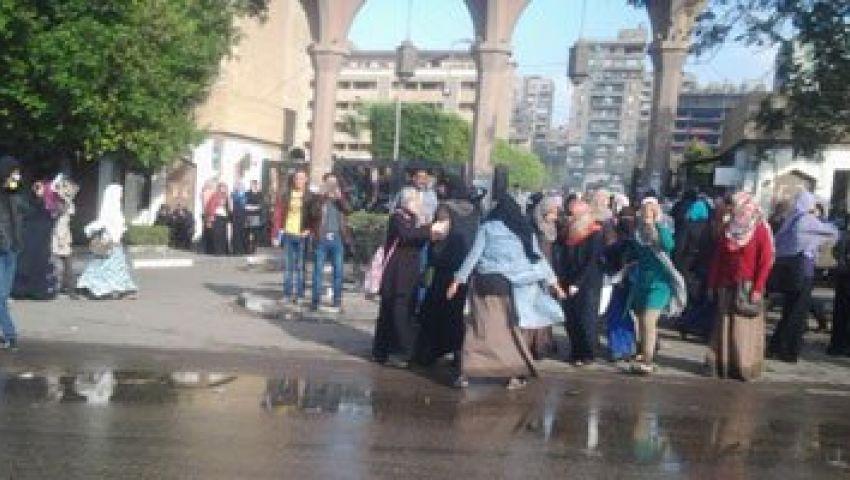 بالفيديو .. مشادات بين أمن فالكون وأهالى طلاب الأزهر