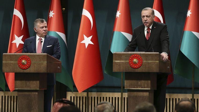 صوت أمريكا: المليارات وراء تحول الأردن عن السعودية لتركيا وقطر