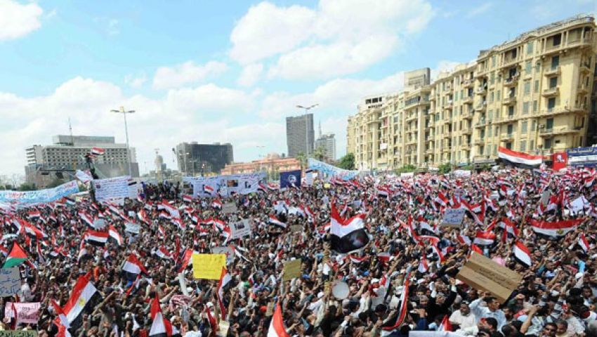 تزايد أعداد المتظاهرين في ميدان التحرير