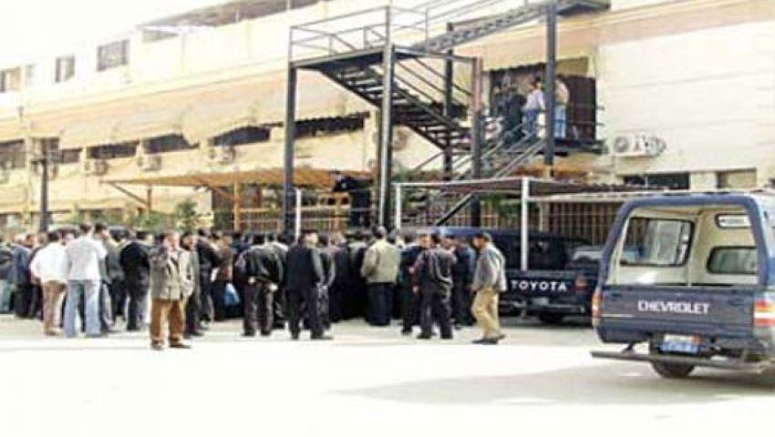 سجناء دمو يضربون عن الطعام