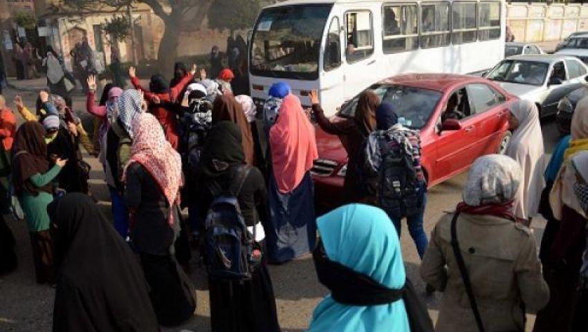 طالبات الأزهر يعاودن التظاهر داخل المدينة الجامعية