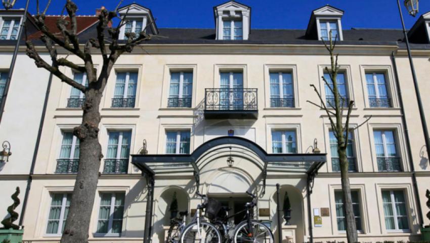 فندق إقامة مميز للأسود الثلاثة في اليورو