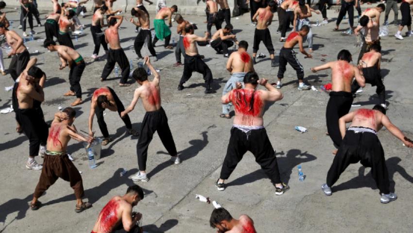صحيفة بريطانية: في عيد الشيعة.. الأطفال ينزفون