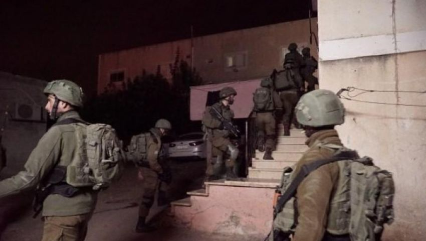 ضمن مداهمات ليليلة.. جيش الاحتلال يعتقل 18 فلسطينيا بالضفة الغربية