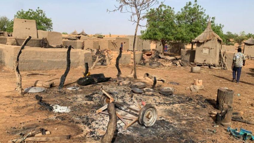 الجارديان: مع تصاعد العنف العرقي.. مالي في مهب الريح