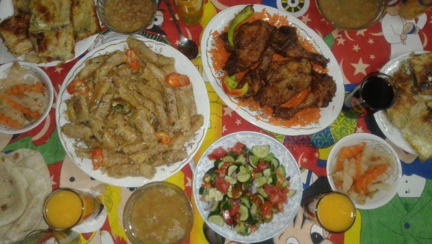 «كل يوم شقة».. فطار وسحور «عم رمضان البواب» على السكان