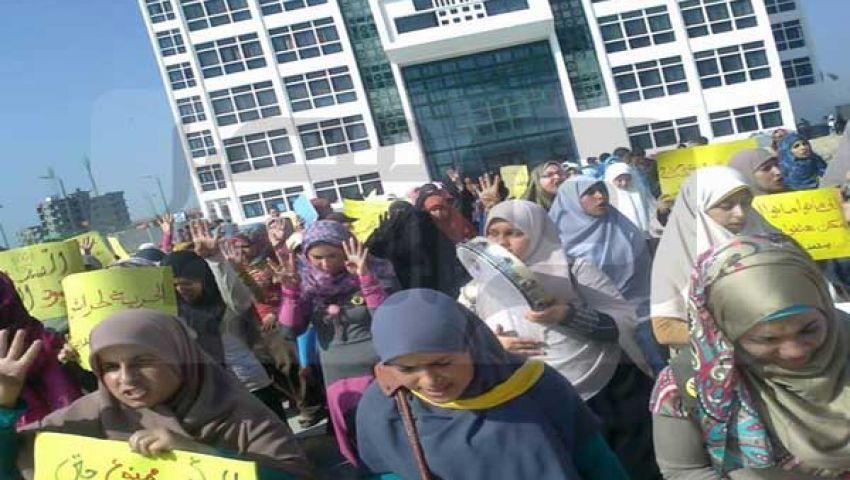بالصور..مسيرة لطالبات دمنهور احتجاجًا على أحداث المنصورة