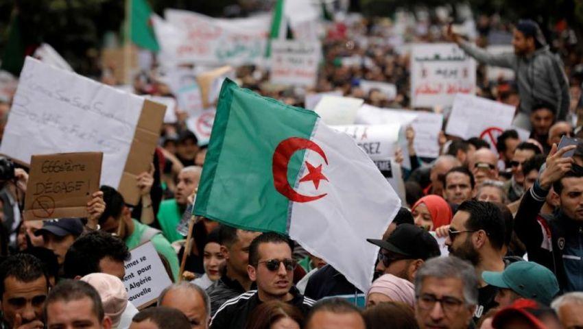 الأسبوع الـ34.. جزائريون يرفضون الانتخابات ويتحدون القمع المتزايد