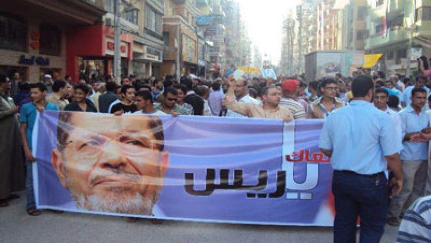 متظاهرو الحرس الجمهوري يقيمون سورًا بالطوب