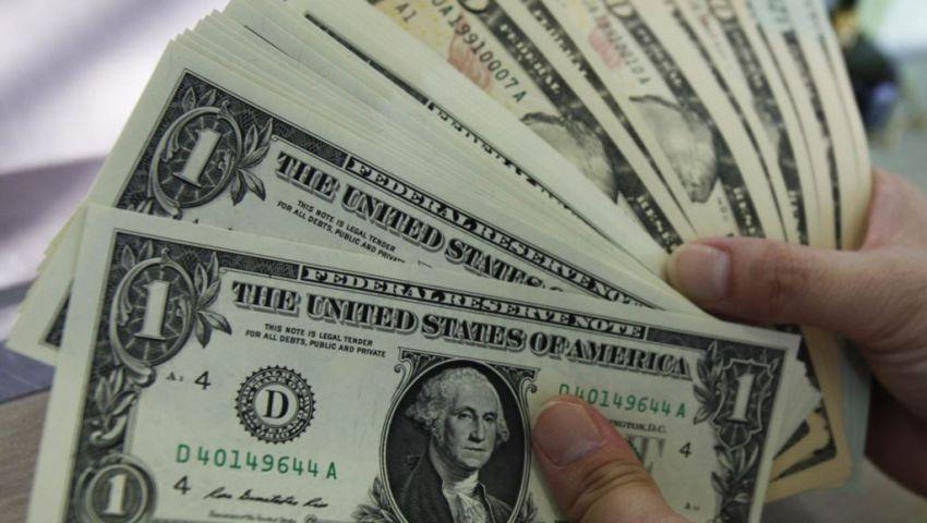 الدولار يتجاهل حادث سيناء ويواصل الاستقرار