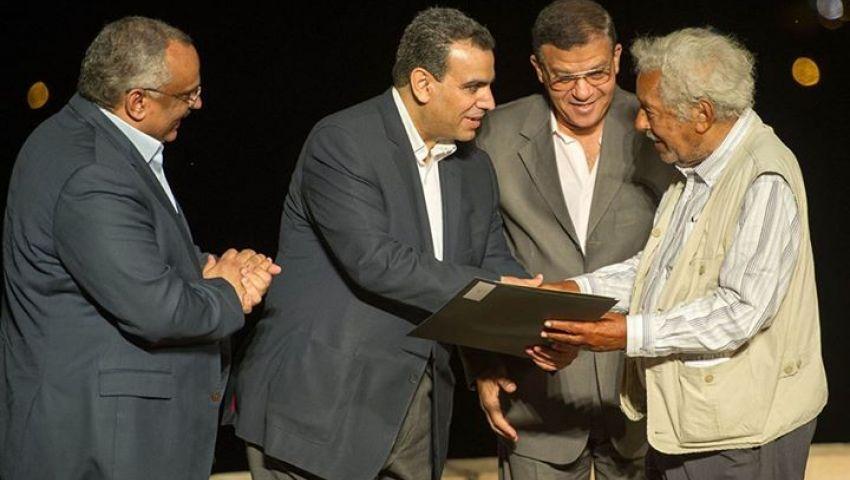 وزير الثقافة الجديد يستهل عمله بتكريم اسم فاروق حسنى