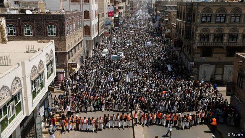 إيكونوميست: الابتزاز أسلوب الحوثيين لإرضاخ النظام باليمن