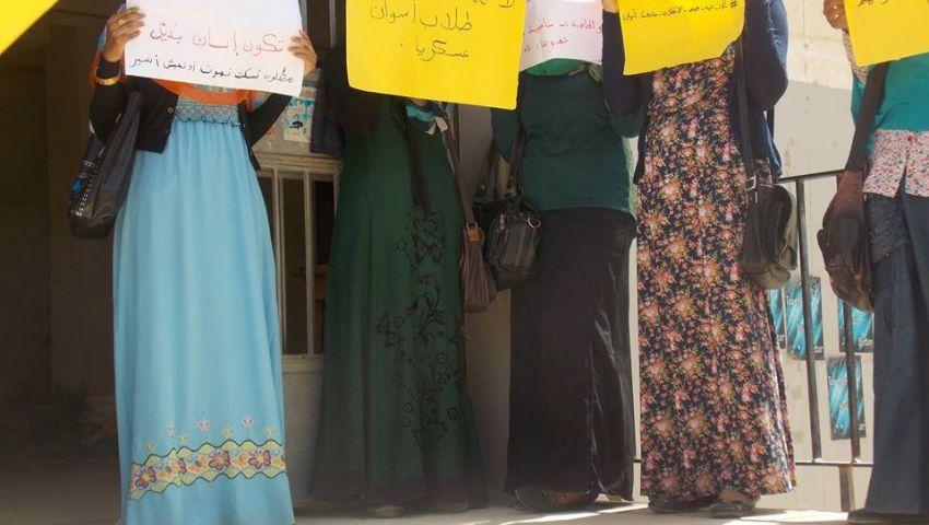 بالصور..مسيرة طلابية بجامعة أسوان تندد بالمحاكمات العسكرية