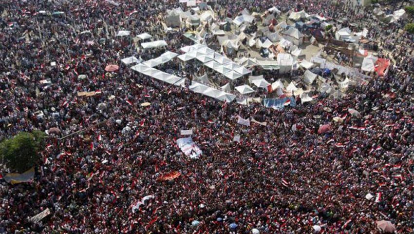 الجيش المصري يلقي بطاقات شكر على متظاهري التحرير