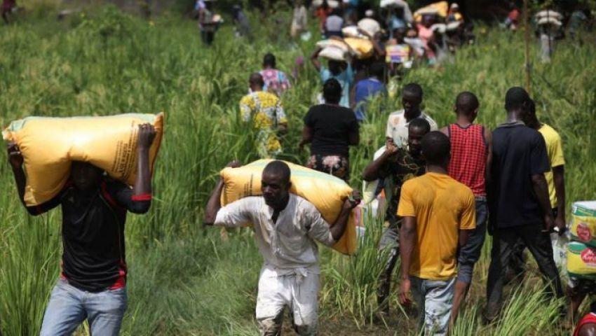 نهبوا مساعدات كورونا.. النيجيريون يتقمصون شخصية روبن هود