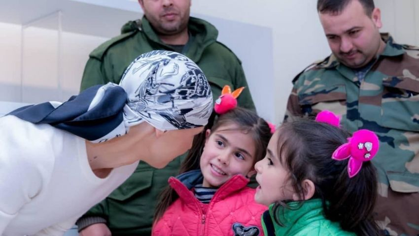 صور| في ظهور لها بعد خضوعها لجراحة.. كيف بدت أسماء الأسد