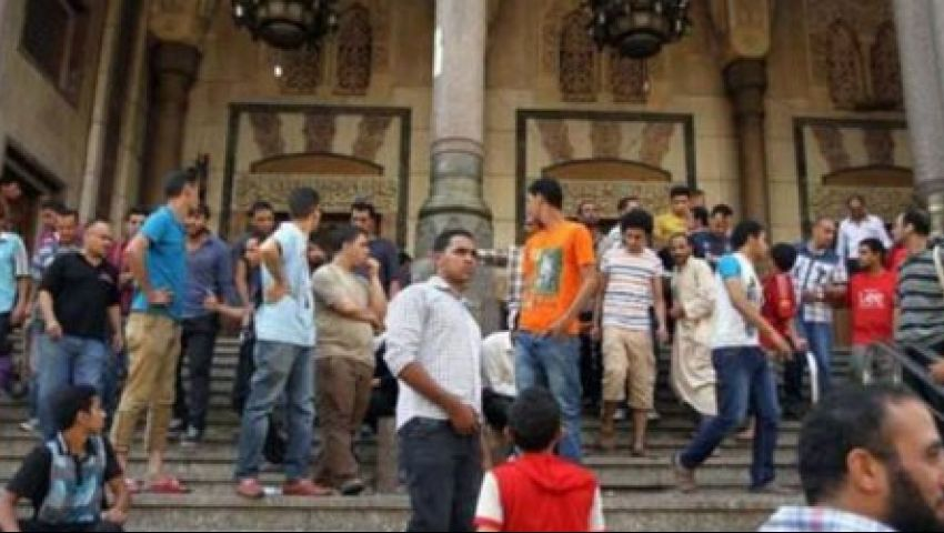 مواطنون يتقصون واقعة المئذنة أمام مسجد الفتح