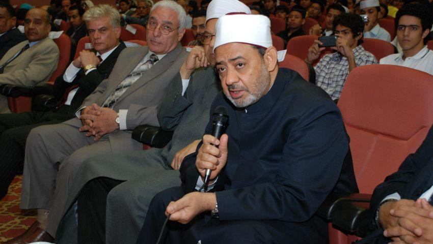 الطيب في حماية الجيش بالقاهرة