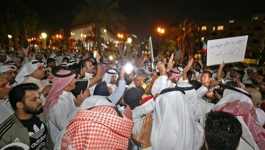 الاحتجاجات تصل «ساحة الإرادة».. آلاف الكويتيين يطالبون برحيل الحكومة والبرلمان