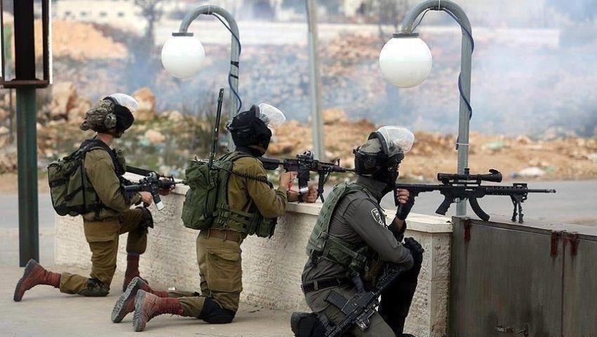 الرصاص الغادر يلاحق الفلسطينيين.. دماء المقدسيين تنزف على أرض الزيتون