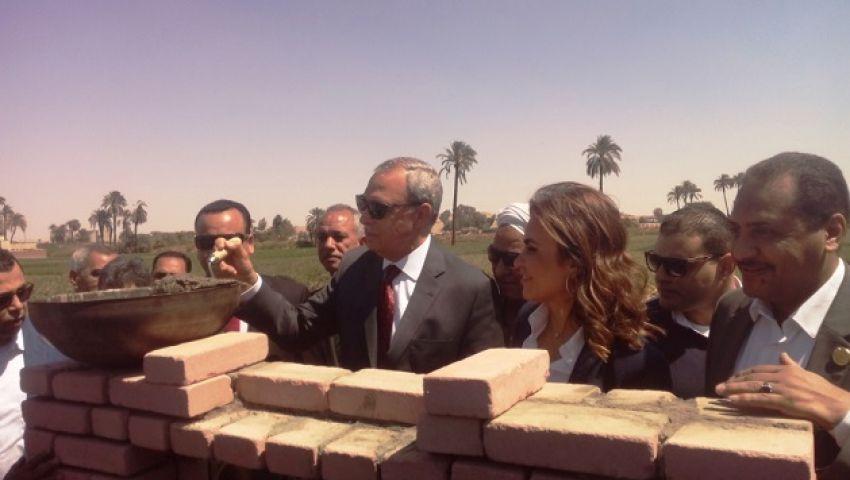 بالصور| وزيرة التعاون الدولي تضع حجر أساس «مجمع الاستثمار» بقنا
