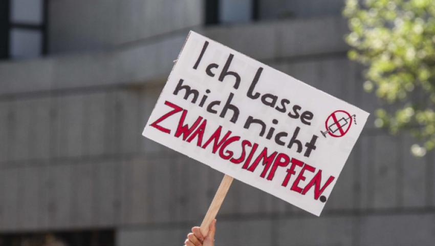 نظريات المؤامرة  تدفع ألمانيا لعدم إلزام لقاح كورونا على الجميع