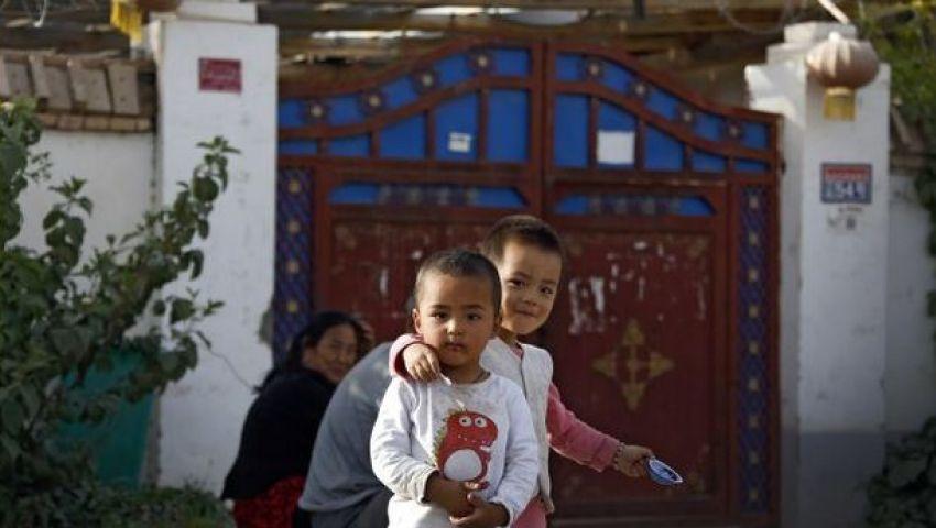 إذاعة أمريكية: الصين تجبر مسلمات الإيغور على النوم مع مراقبين