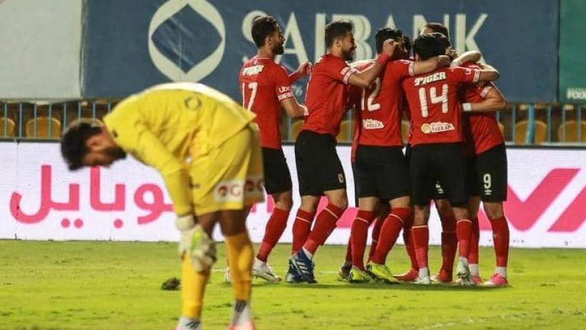 وسط استياء من أداء الفريق.. جماهير الأهلي تحتفل برباعية «اطلع برة»