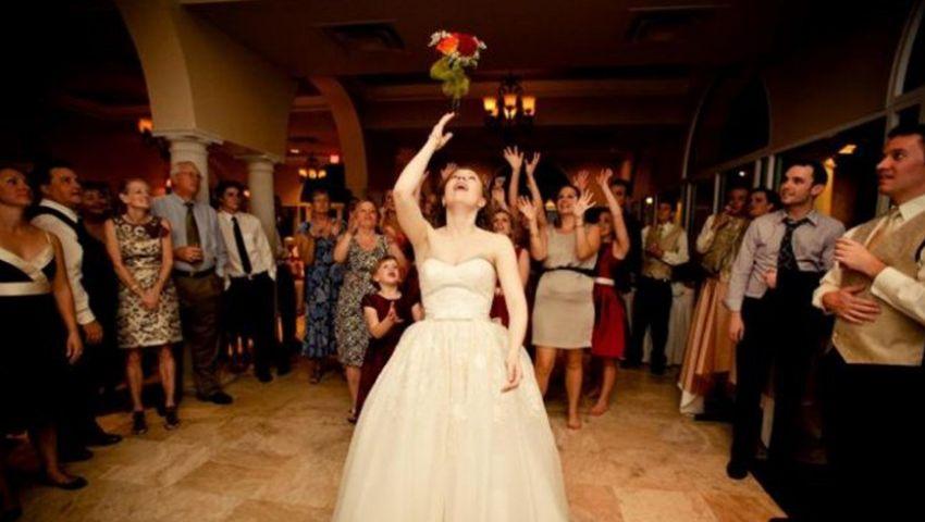 شاهد.. نهاية مأساوية لامرأة اقتحمت حفل زفاف للحصول على «بوكيه العروسة»