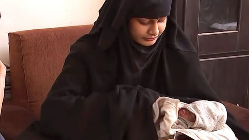 بعد رصد مكافأة مقابل رأسها.. «عروس داعش» تختفي بطفلها
