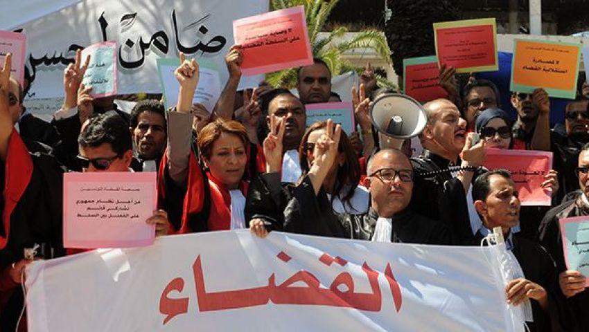 تونس.. القضاة يدخلون في إضراب عام بجميع محاكم البلاد