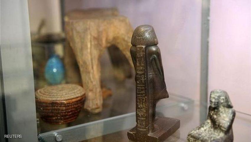 حل لغز تمثال مصري يدور حول نفسه ببريطانيا