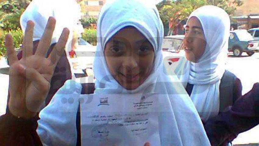 فصل 3 طالبات رفعن لافتات السيسي قاتل