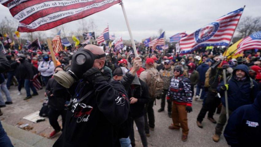أجواء انقلاب في واشنطن.. اقتحام الكونجرس وإطلاق نار وحظر تجوال