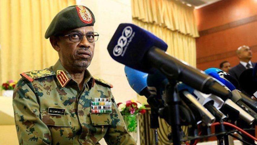 عزل البشير وإعلان الطوارئ وتعطيل الدستور.. نص بيان الجيش السوداني